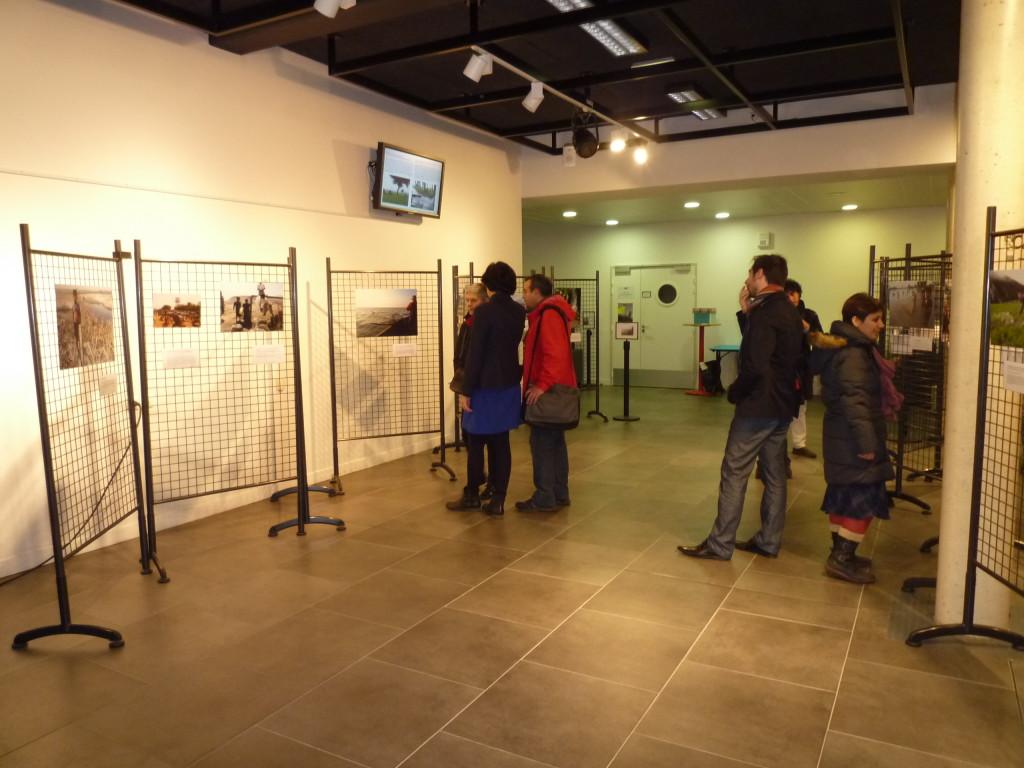 Arrivée des premiers visiteurs de l'exposition