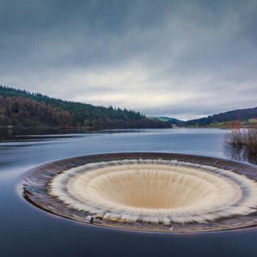 La phot'eau insolite de la semaine : «Ladybower reservoir plug hole, UK»