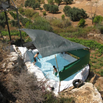 La phot'eau insolite de la semaine : Makeshift swimming pool, Palestine
